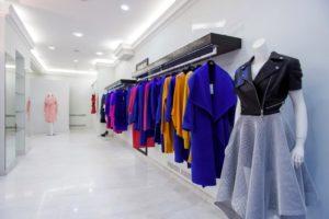 Как называются магазины с одеждой в отдельных помещениях