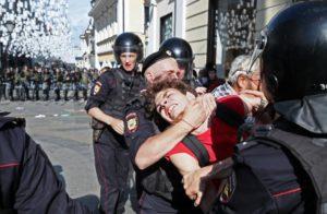 На сколько часов полиция может задержать человека