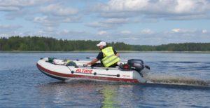 Нужно ли регистрировать моторную лодку