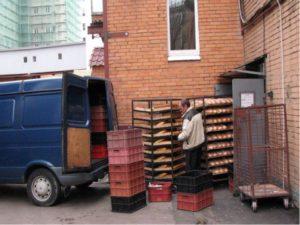 Выгрузка товара в магазины жилых домах