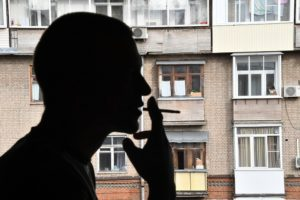 Как бороться с курильщиками на балконах