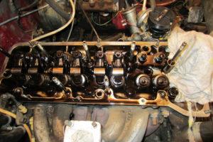 Из за чего двигатель жрет масло