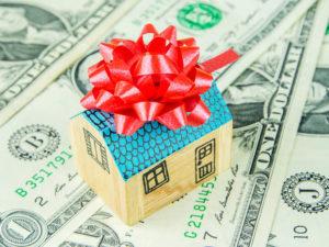 Можно ли выдавать денежные подарки 4000 ежемесячно