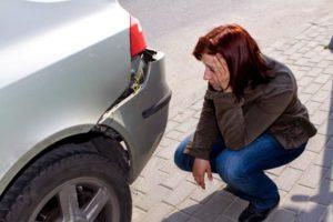 Незначительный материальный ущерб вмятина на машине