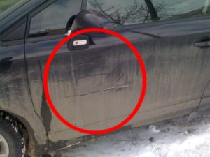 Зацепил машину во дворе и уехал наказание