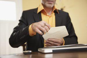 Как избавиться от назойливого вымогателя денег юриста