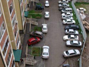 Можно ли ставить автомобиль под окнами жилого дома