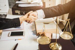 Может адвокатское бюро заниматься по договору абонентского обслуживания кадровой работой